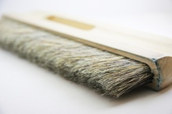 Strie faux dragging brush.