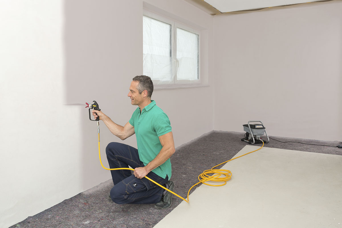 Painting a wall with a Wagner Airless Plus